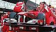 Geht man nach Fernando Alonso gibt es vor der Saison nichts besseres als einen Ferrari auf dem Abschleppwagen in Barcelona - Foto: Sutton