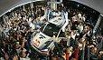 Sebastien Ogier könnte die ganze Welt umarmen - Foto: Volkswagen Motorsport