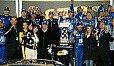 Dale Earnhardt Junior feiert seinen Sieg in der Victory Lane - Foto: NASCAR