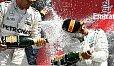 Rosberg und Hamilton geben es sich richtig: auf der Strecke, auf dem Podium, in Interviews - Foto: Sutton