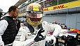 69 Poles! Ob sich Lewis Hamilton die Pose spontan ausgedacht hat? - Foto: LAT Images
