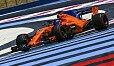 Fernando Alonso sieht McLaren noch nicht auf demselben schwachen Level wie Williams - Foto: Sutton