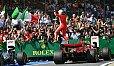 Sebastian Vettel setzte sich in Silverstone in einer heißen Schlussphase gegen Mercedes durch - Foto: Sutton
