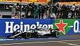Lewis Hamilton überholte Räikkönen in Runde 45 - der Sieg-Move - Foto: Sutton