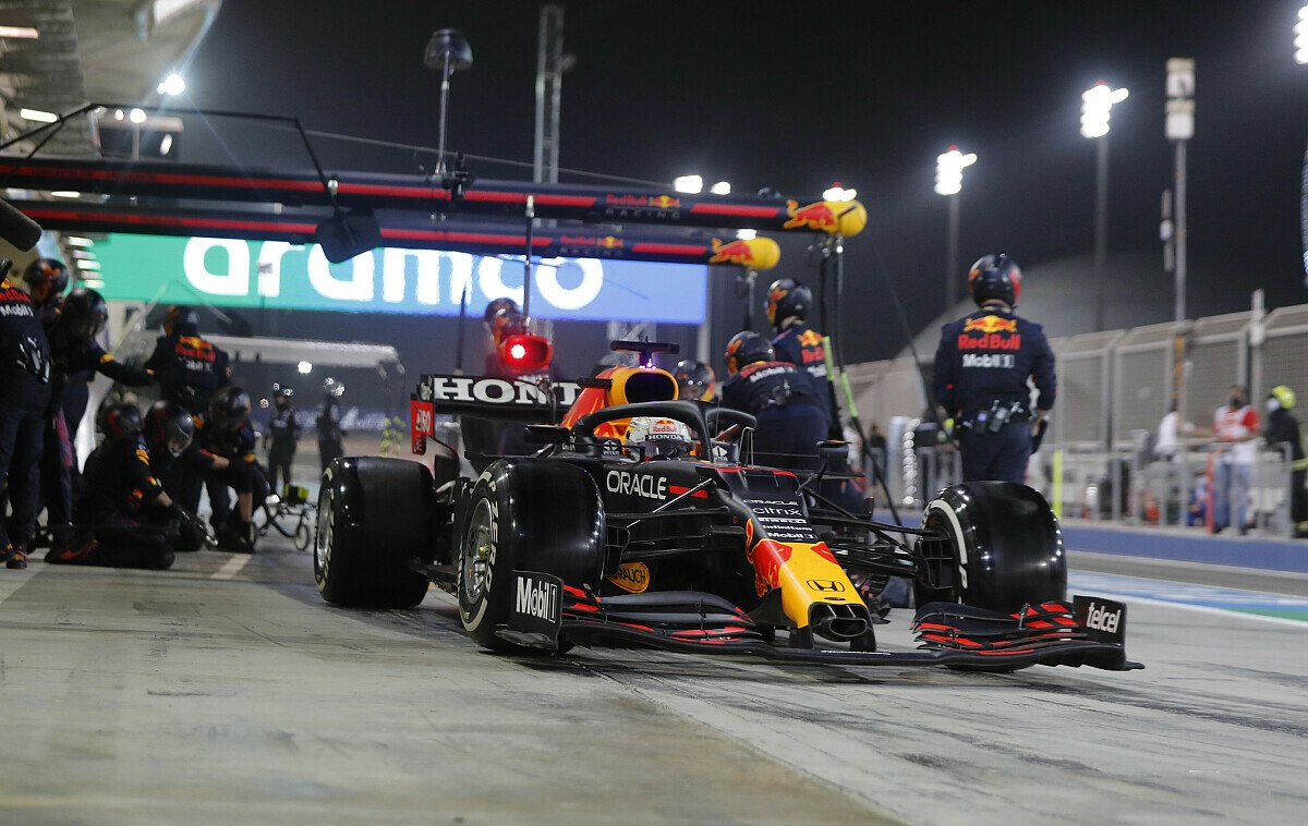 Max Verstappen geht Red Bulls WM-Fight gegen Mercedes in Imola mit viel Optimismus an, Foto: LAT Images