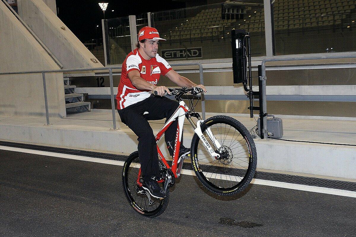Fernando Alonso ist ein Freund des Zweirads, Foto: Sutton