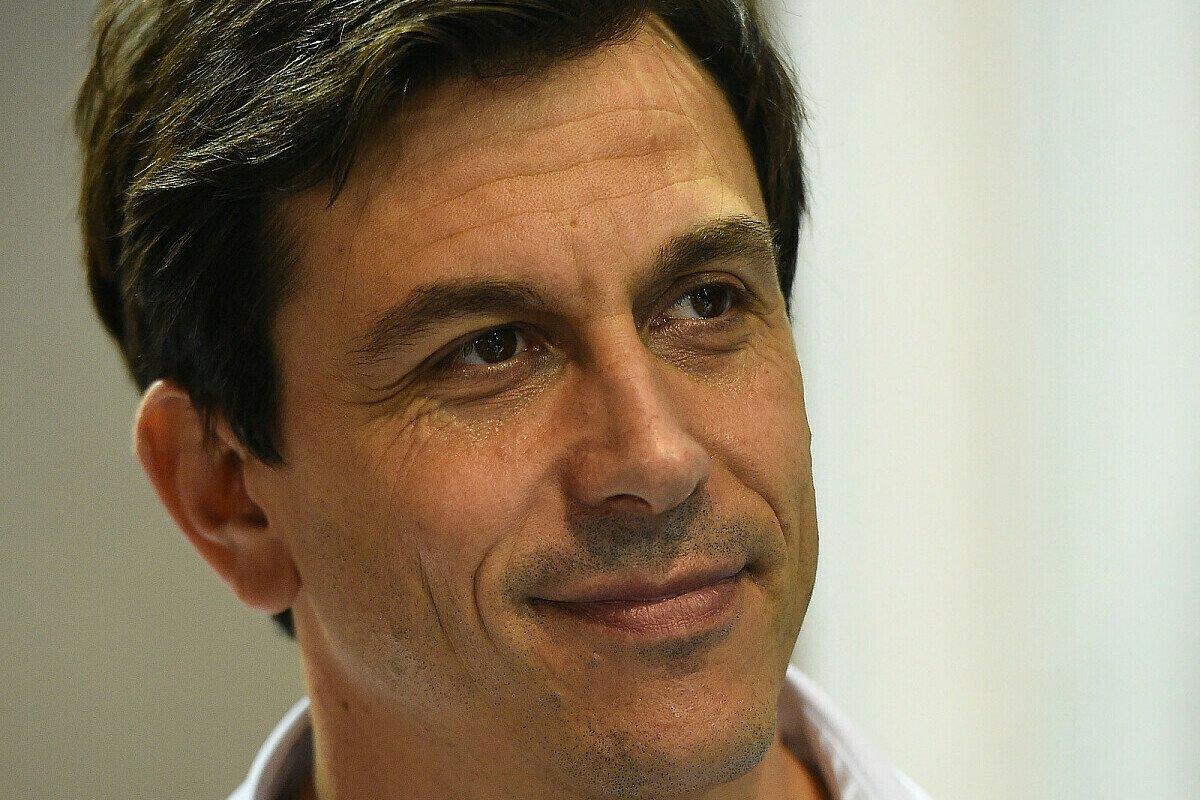 Wolff erwartet keine Kostenexplosion durch Motorentwicklung, Foto: Sutton