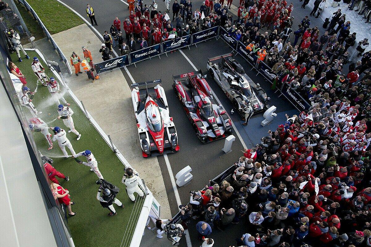 Zunächst brachte jeder der drei LMP1-Hersteller, Audi, Porsche und Toyota, ein Auto in die Top-3, Foto: Porsche