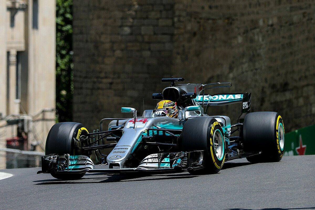 Lewis Hamilton sichert sich die erste Pole Position beim Aserbaidschan GP, Foto: Sutton