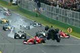 Formel 1 2002, melbourne, australien, start, unfall, crash, ralf schumacher, williams, barrichello, ferrari, Bild: Klynsmith/Sutton