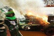 Kovalainens Lotus in Flammen - Formel 1 2010, Singapur GP, Singapur, Bild: Sutton