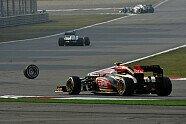 Webber verliert Reifen - Formel 1 2013, China GP, Shanghai, Bild: Sutton