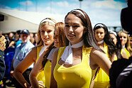Silverstone: Zeitreise mit den heißesten Girls beim Großbritannien GP - Formel 1 2015, Verschiedenes, Großbritannien GP, Silverstone, Bild: Sutton