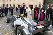 Formel E: Papst Franziskus gibt seinen Segen vor dem Rom ePrix - Formel E 2018, Verschiedenes, Bild: Twitter/NIO
