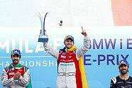 Formel E Berlin: Daniel Abt feiert Sieg - Kuss für die Freundin - Formel E 2018, Berlin, Berlin, Bild: LAT Images