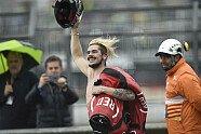 Striptease: Scott Redding zieht sich auf der Strecke aus - MotoGP 2018, Valencia GP, Valencia, Bild: LAT Images