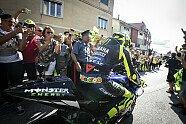 Che spettacolo! Valentino Rossis Fahrt durch Tavullia - MotoGP 2019, Verschiedenes, San Marino GP, Misano Adriatico, Bild: MotoGP