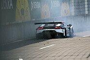 Highspeed-Unfall von Esmee Hawkey - DTM 2021, Lausitzring, Klettwitz, Bild: Speedpictures