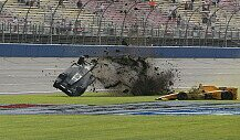 Heftiger Crash von Briscoe und Hunter-Reay in Fontana