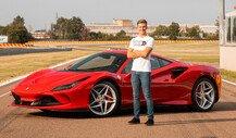 Mick Schumacher testet Ferrari F8 Tributo