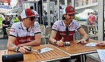 F1-Video: Räikkönen dreht Giovinazzi Döner zum Dinner an