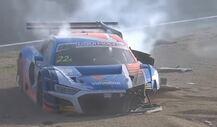12h Bathurst: Garth Tander schlägt mit seinem Audi heftig ein