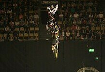 NIGHT of the JUMPs: Rinaldo siegt mit Double Hartattack in M�nchen - Melero fliegt ab