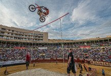 NIGHT of the JUMPs: Halbzeit im Maxxis Highest Air - Miralles f�hrt zur Sommerpause