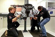 Formel 1 - Selbst Hand angelegt: Silberpfeil-Fahrer besuchen Motorenschmiede