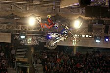 NIGHT of the JUMPs - Gigantische Saisoner�ffnung : Villegas siegt am Freitag in Linz