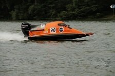 ADAC Motorboot Masters - 19-j�hriger Schwede dominiert auf dem F�nf-Bojen-Kurs in Lorch: Tobias S�derling ist das Ma� der Dinge