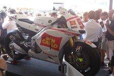 MotoGP - Die Rennmaschine und ein Stra�enmotorrad: Honda �bergibt zwei Bikes an Simoncelli-Familie