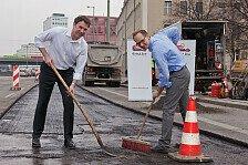 Auto - Start der gro�en Schlagloch-Offensive!: Direct Line sponsert Reparatur von Schlagl�chern