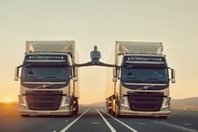 Auto - Video: Jean Claude van Damne und die Volvo-Trucks