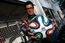 WRC - Video: Neuville balanciert Fußball auf einem Hyundai Tucson