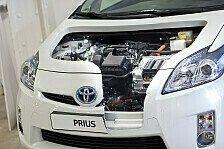Auto - Toyota Prius Schnittmodell auf der Automechanika