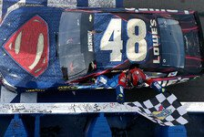 NASCAR - Spannendes Finale in Fontana: Superman Johnson bezwingt Harvick
