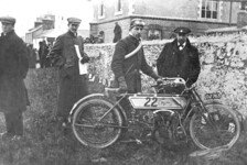 Bikes - Video: Tollk�hn �ber Stock und Stein: Die Isle of Man-TT 1910