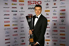Benjamin Mazatis erhält Trophäe bei SRO Awards Night in London
