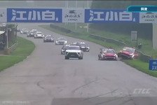 Safety Car verursacht kuriosen Tourenwagen-Crash in China!
