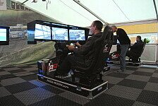 eSports - Besucher spielen Race07 im Raceroom