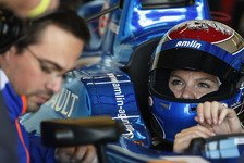 Formel E - Video: Formel-E-Pilotin Legge übt Autowechsel