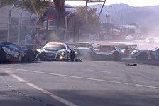 Mehr Sportwagen - Video: Australische V8: Mega-Crash in Adelaide