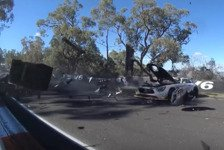 Mehr Sportwagen - Video: Heftiger Crash beendet 12h Bathurst 2018