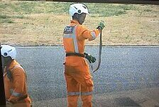 MotoGP kurios: Schlange legt Testfahrten lahm