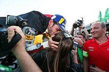 Formel E Berlin: Daniel Abt feiert Sieg - Kuss für die Freundin