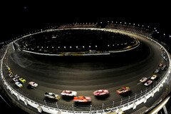 Darlington Raceway Night Race - Foto: NASCAR