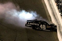 Jimmie Johnson landet in der Mauer - Foto: NASCAR