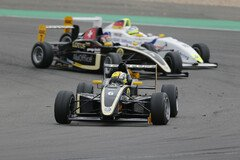 Enge Duelle - Foto: ADAC Formel Masters