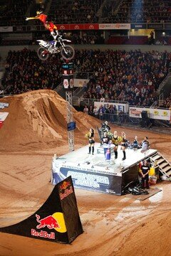 Libor Podmol f�hrt die WM an - Foto: Night of the JUmps/IFMXF